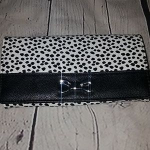 🌺☆Buxton☆ Patent Leather Black and White Wallet